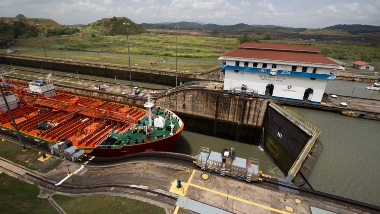 Best Time to Visit Panama Canal and How to Get There